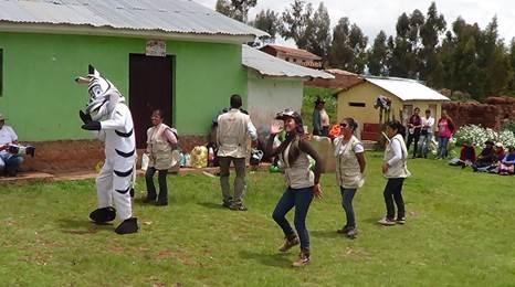 Peruvian children dancing and Kusikuy Children's Fund